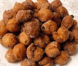 Frittelle con uvetta e zucchero